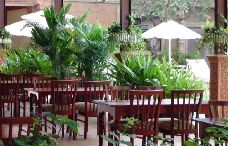 Imperial Garden Villa & Hotel Phnom Penh - Restaurant - 30