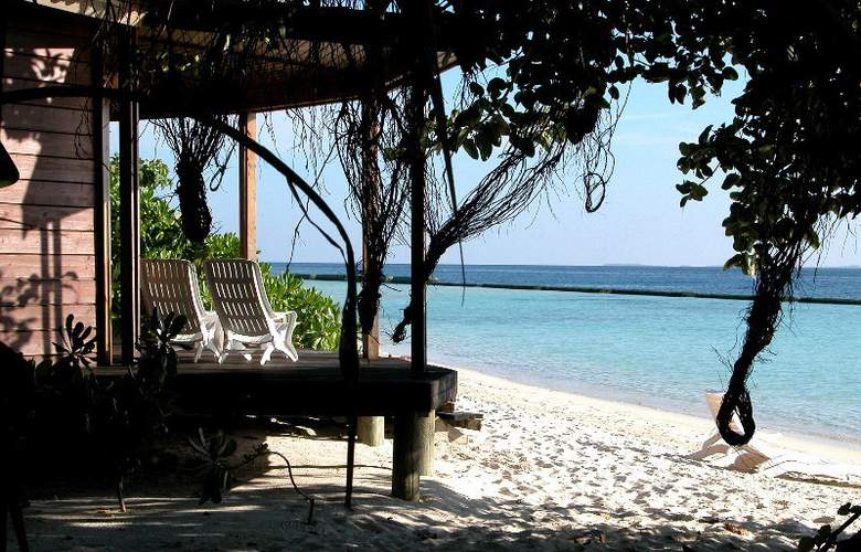 Komandoo Maldive Island Resort - Terrace - 21