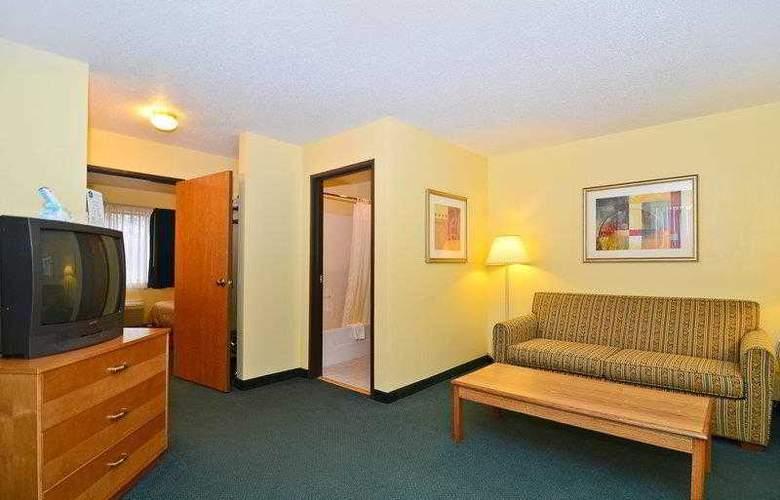 Best Western Ambassador Inn & Suites - Hotel - 31
