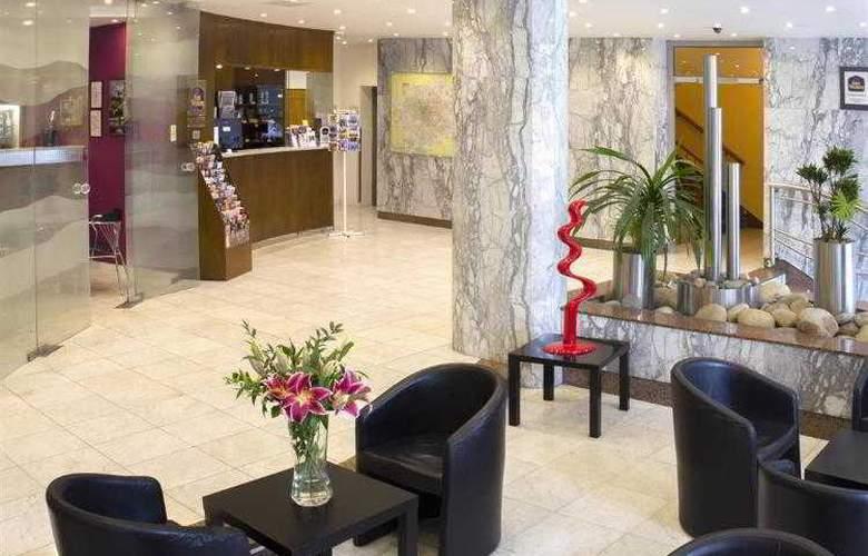 Luxury Family Hotel Bílá Labut - Hotel - 13