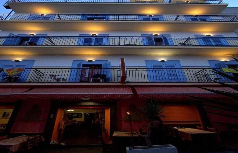 Hostal Ferrer - Hotel - 0