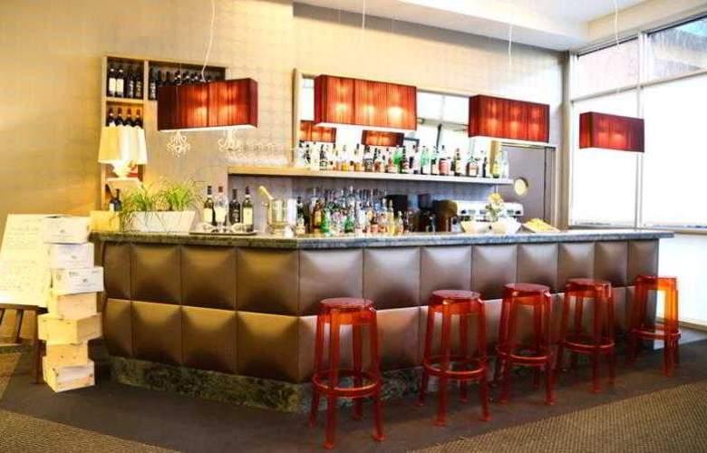 Blaise & Francis - Bar - 3