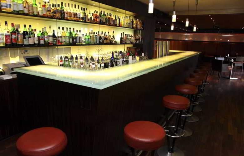 Gude - Bar - 3
