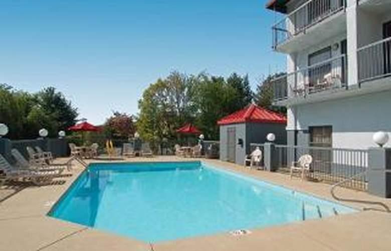 Comfort Inn West - Pool - 5