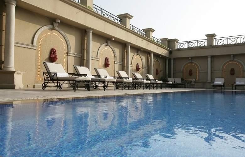 Chelsea Plaza - Pool - 8