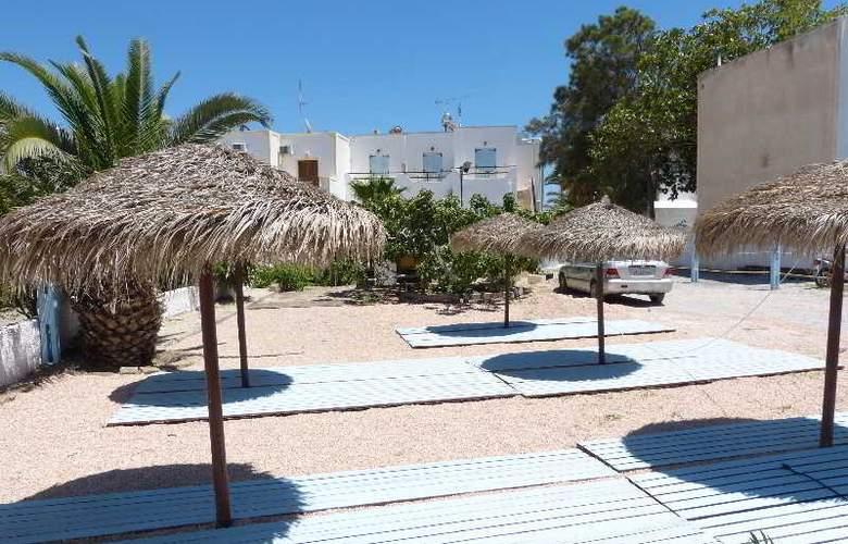 Black Sand Hotel - Terrace - 5
