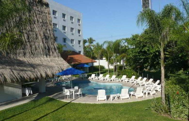 Comfort  Inn Puerto Vallarta - Pool - 7