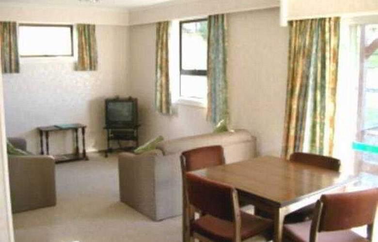 Greenacres Motel - Room - 5