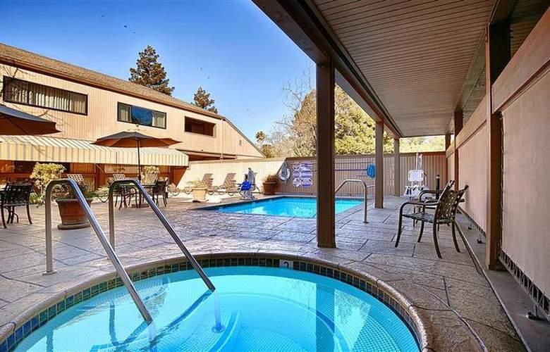 Best Western Plus Inn At The Vines - Pool - 26