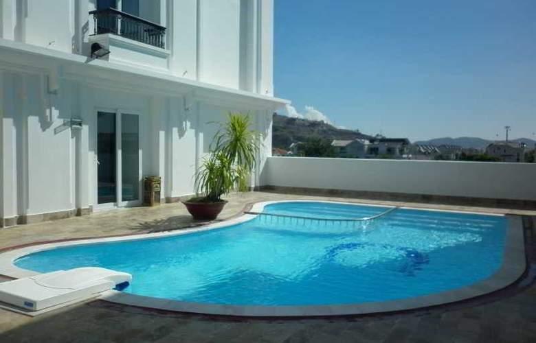 Paragon Villa Hotel - Pool - 16