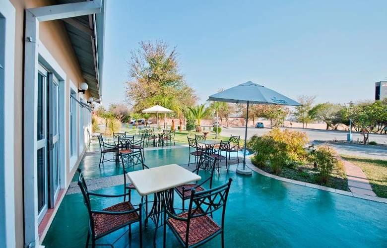 Protea Hotel Ondangwa - Terrace - 17