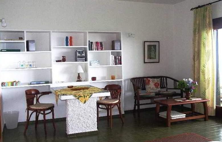 Apartamentos Miranda - Room - 0