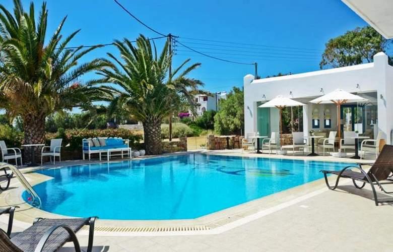 Dilino Hotel Studios - Pool - 11