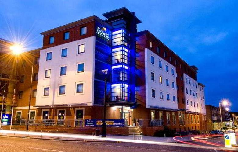 Holiday Inn Express Stevenage - Hotel - 0