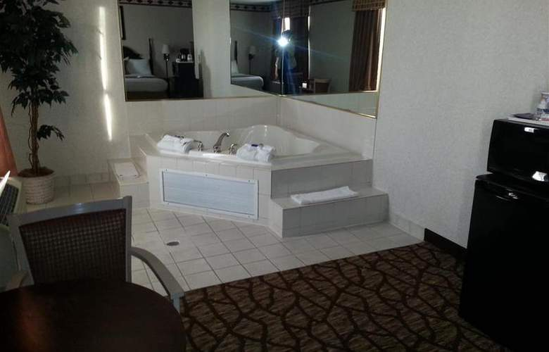 Best Western Joliet Inn & Suites - Pool - 147