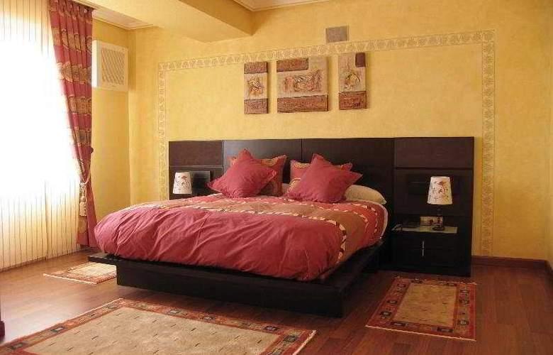 Montermoso - Room - 1