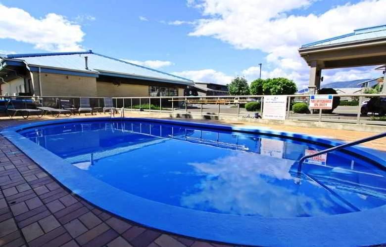 Accent Inn Kelowna - Pool - 27