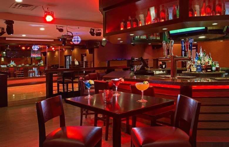 Best Western Newport Inn - Bar - 98