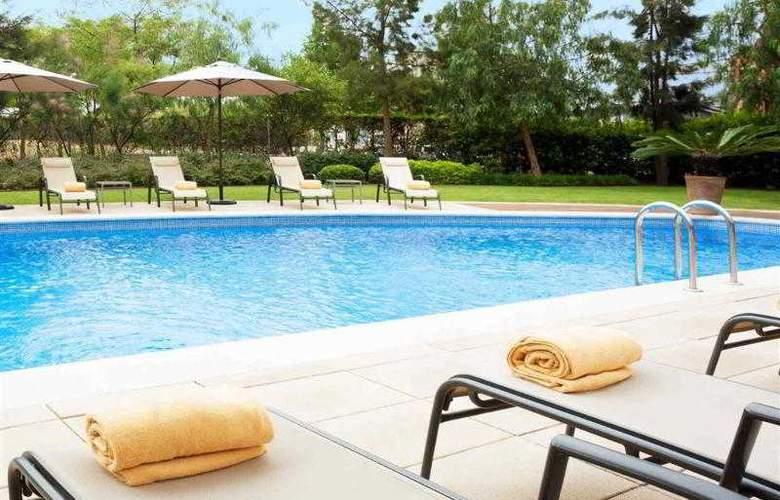 Novotel Barcelona Cornella - Pool - 29