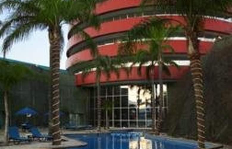 Holiday Inn Monterrey Parque Fundidora - Pool - 2
