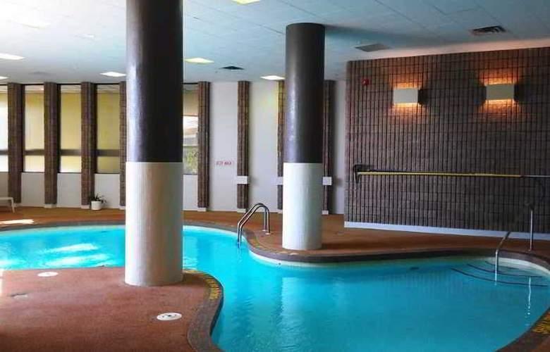 Radisson Toronto East - Pool - 1