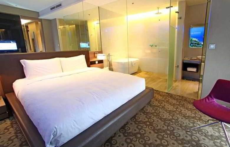 H2O - Room - 18
