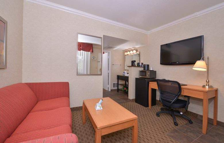 Best Western Plus Innsuites Phoenix Hotel & Suites - Hotel - 16