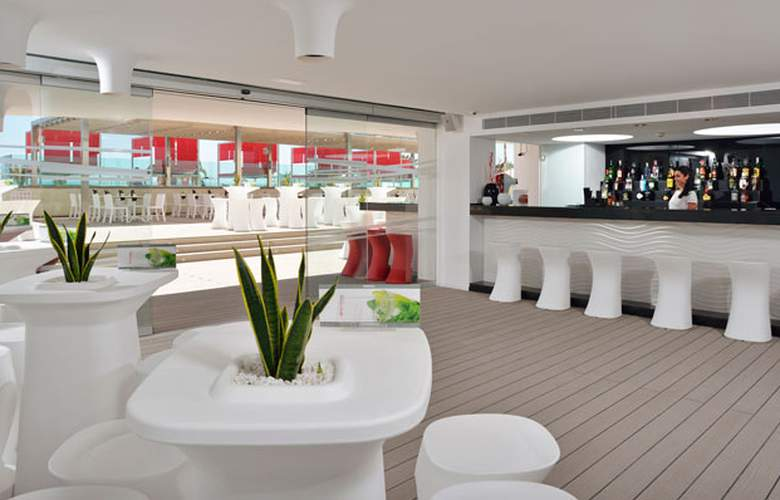 Sol Wave House - Restaurant - 40