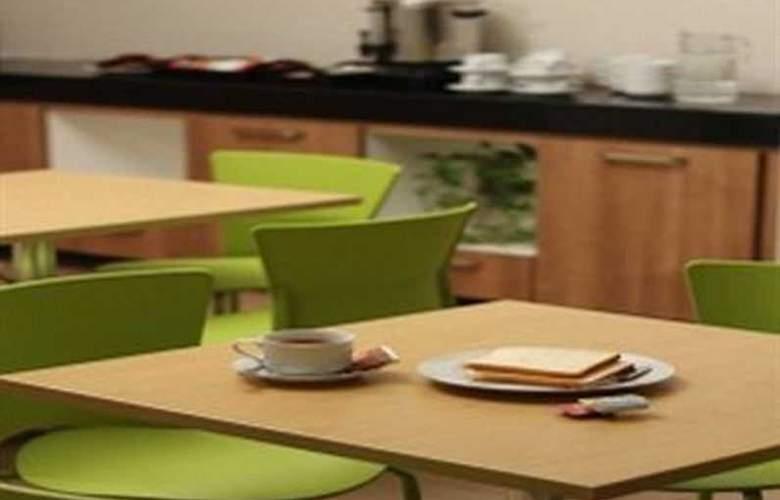 Le Green Suite 2 Pejompongan - Restaurant - 3