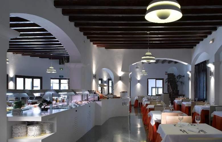 Fiesta Hotel Cala Gracio - Restaurant - 21
