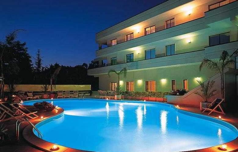 Clorinda - Pool - 1
