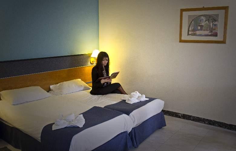 115 The Strand Aparthotel - Room - 3