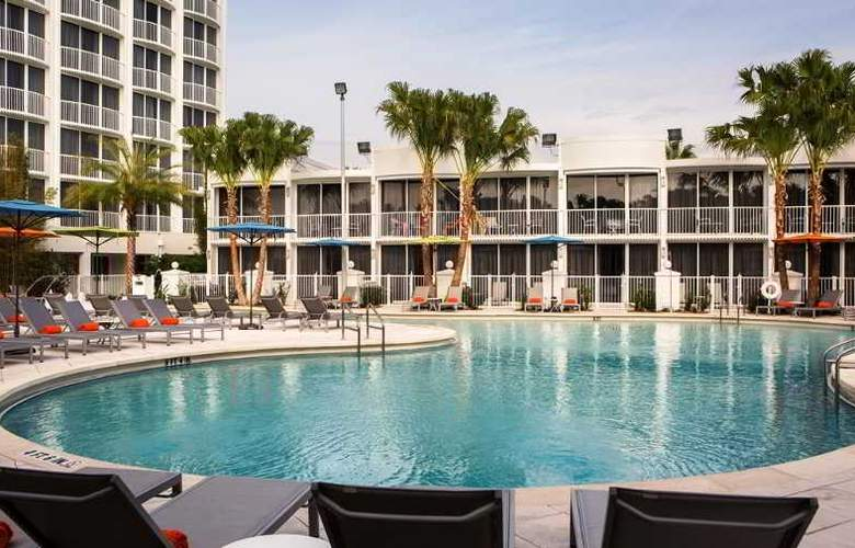 B Resort & Spa - Pool - 16