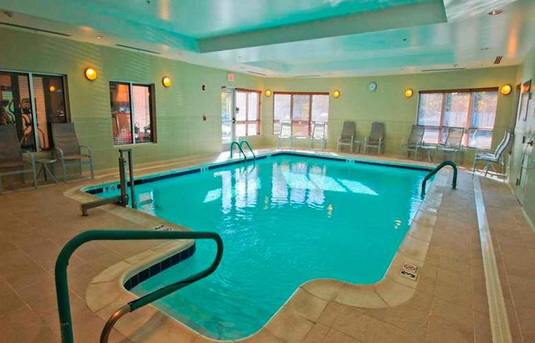 Hampton Inn Hampton-Newport News - Pool - 8