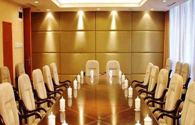 Sunny Huansha - Conference - 2