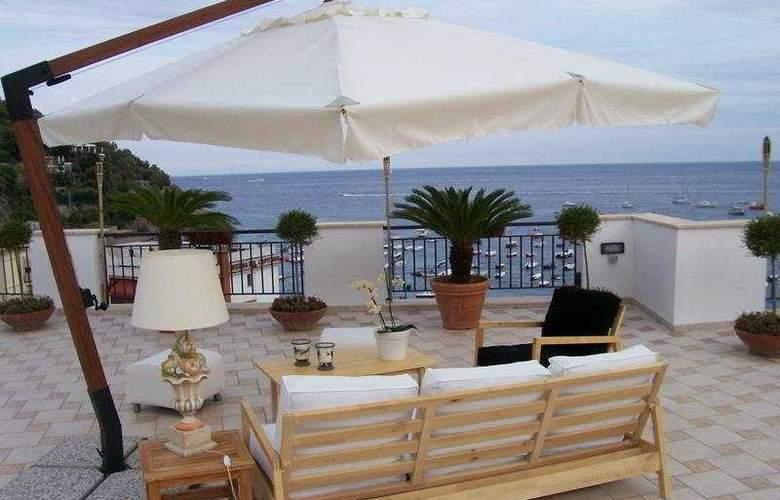 Punta Campanella Resort & Spa - Terrace - 6