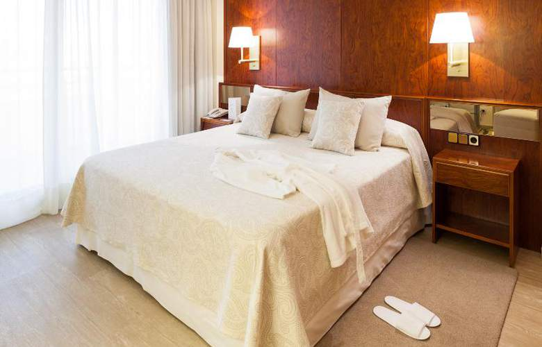 Royal Plaza - Room - 13