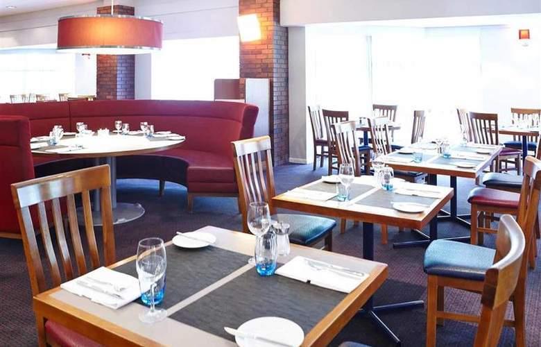 Novotel Newcastle Airport - Restaurant - 67