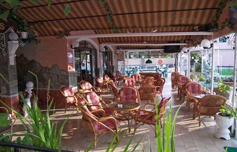 Maltezos - Terrace - 9
