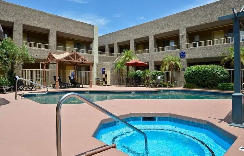 Best Western Plus Inn Suites Yuma Mall - Pool - 102
