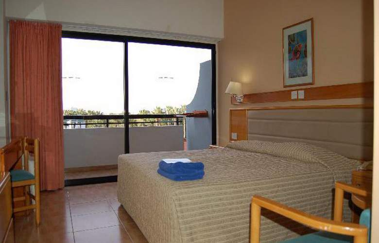 Cavo Maris Beach - Room - 11