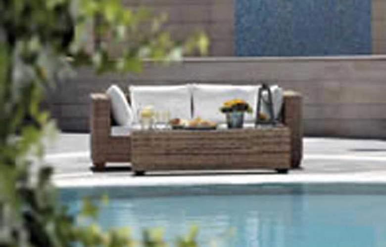 Sun Beach Hotel & Conference Centre - Pool - 3