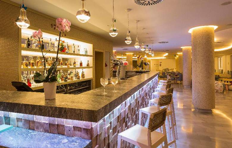 Grand Palladium White Island Resort & Spa - Bar - 24