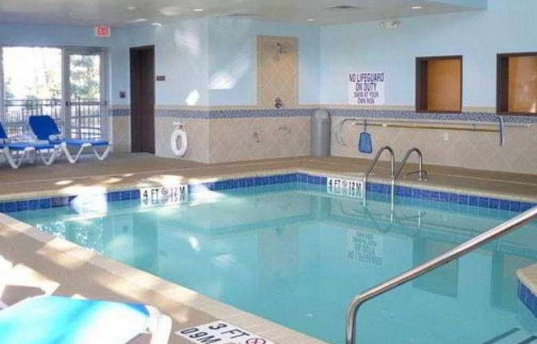 Comfort Suites West of The Ashley - Pool - 5