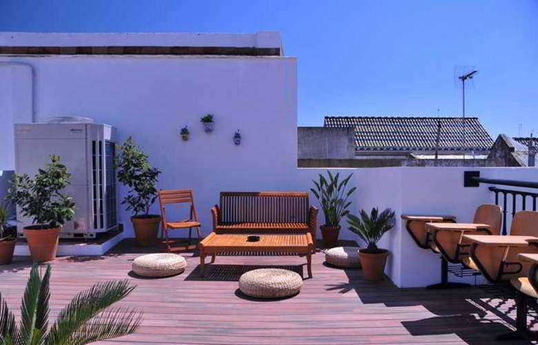 Oasis Backpackers Palace Sevilla - Terrace - 3