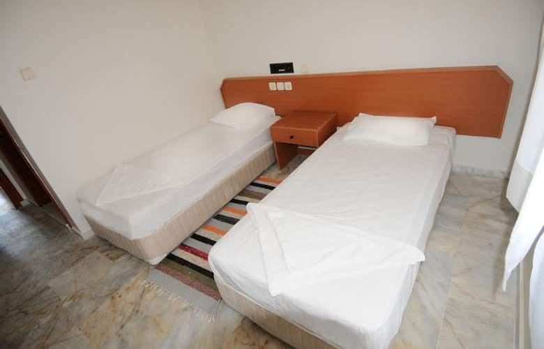 Melis - Room - 8