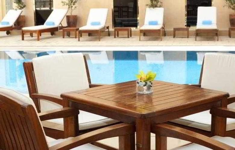 Grand Millennium Dubai - Pool - 11