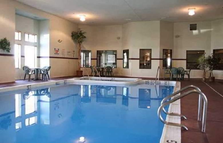 Hampton Inn Birch Run/Frankenmuth - Pool - 6