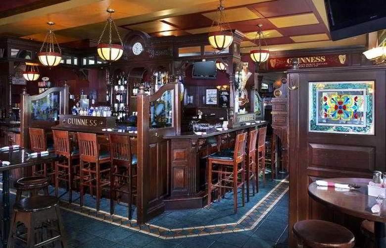 Sheraton Suites Calgary Eau Claire - Bar - 8