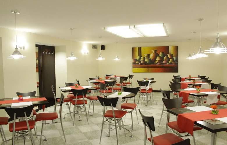 America - Restaurant - 8